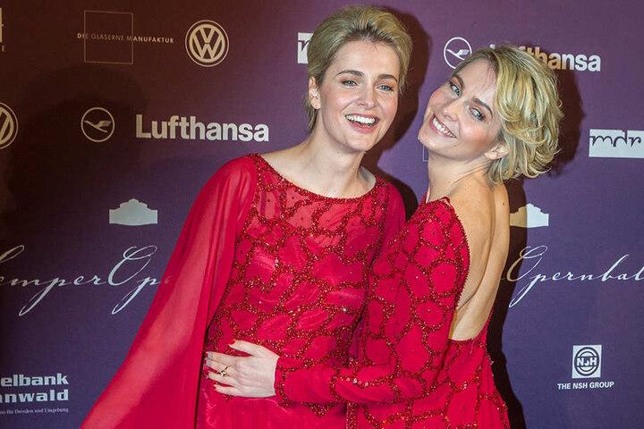 Deutschlands bekannteste Model-Zwillinge Julia und Nina Meise amüsierten sich 2015 auf dem  SemperOpernball. 2017 wollen sie gern wieder dabei sein.