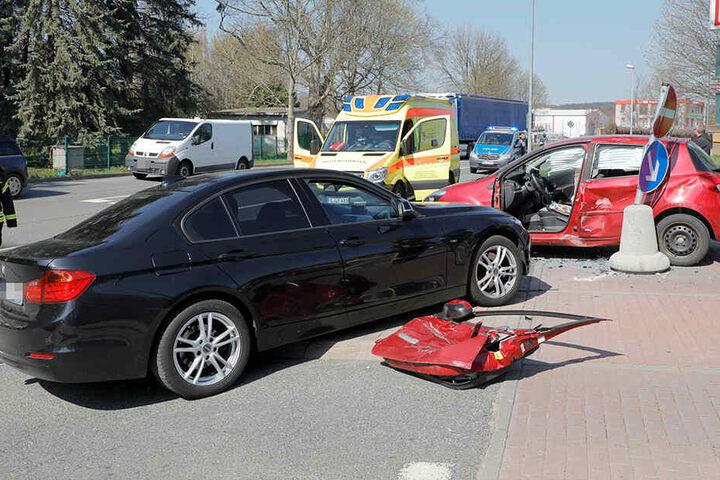 Beide Fahrer erlitten bei dem Crash Verletzungen und mussten ins Krankenhaus.