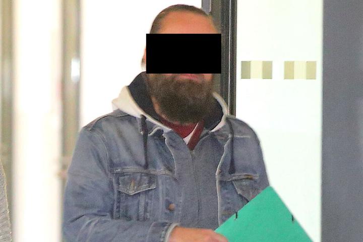 Weil sich René D. 50-mal als Privatdozent ausgab, musste er am Mittwoch auf die Anklagebank.