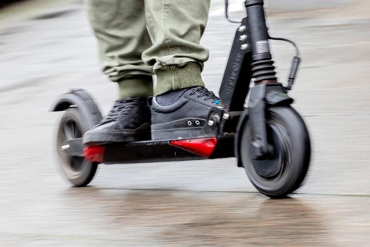 E-Tretroller sind aktuell in aller Munde - und auf allen Straßen. In Mailand soll damit vorerst Schluss ein.