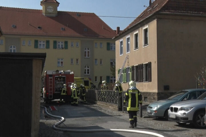 Feuerwehrleute fanden eine männliche Leiche.