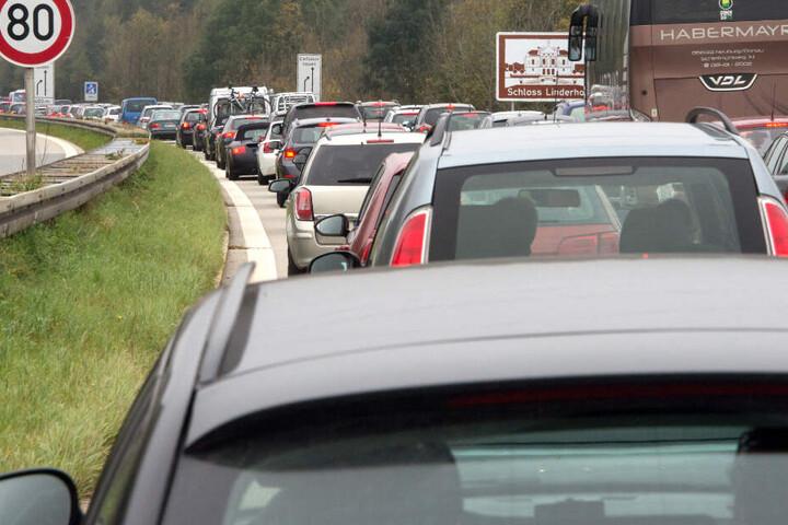 Autofahrer sollten laut ADAC am Osterwochenende etwas mehr Zeit für ihre Reise einplanen.