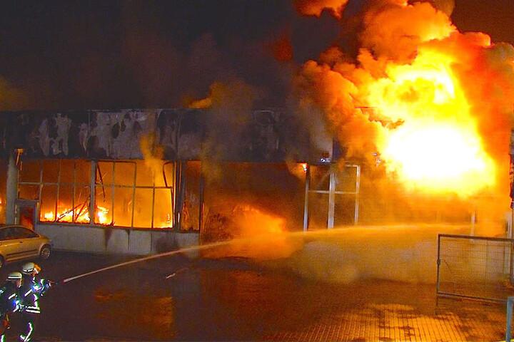 Über 100 Einsatzkräfte rückten den Flammen zu Leibe.