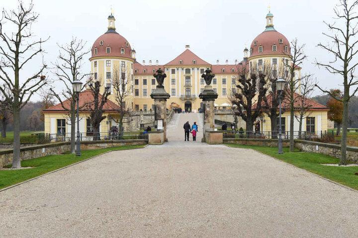 Allein gestern kamen schon 1120 Besucher nach Moritzburg: Das Jagdschloss  von August dem Starken wurde aus über 20 Vorschlägen als Drehort ausgewählt.