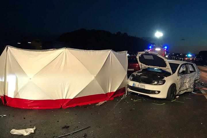 Zwei Menschen starben bei dem Massen-Crash.
