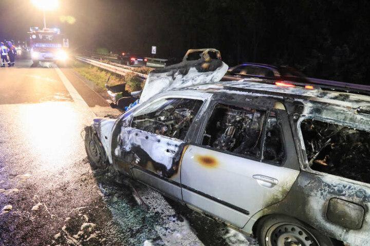 Nur noch für den Schrottplatz gut: Der ausgebrannte Nissan.