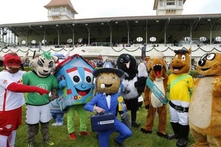 Das Maskottchenrennen eröffnete den Renntag.