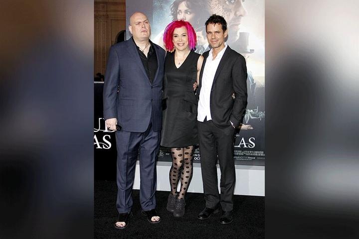 """Lana Wachowski zusammen mit ihrem Bruder Andy Wachowski (links; inzwischen Lilly) und Tom Tykwer bei der Premiere von """"Cloud Atlas"""" 2012."""