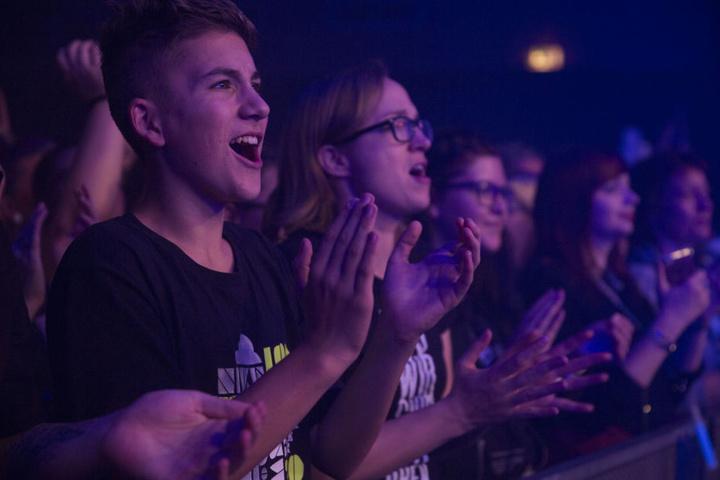 """Zu Hits wie """"Alles brennt"""" oder """"Kreise"""" konnten besonders die jungen Zuschauer lautstark mitsingen."""