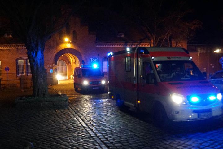 Ein Rettungswagen brachte den Schwerverletzten ins Krankenhaus.