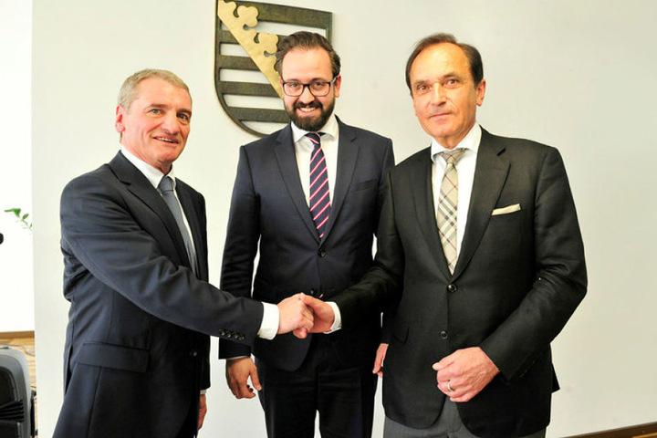 Rainer Huber (li.), sein Vorgänger Norbert Röger (re.) und Staatsminister Sebastian Gemkow.