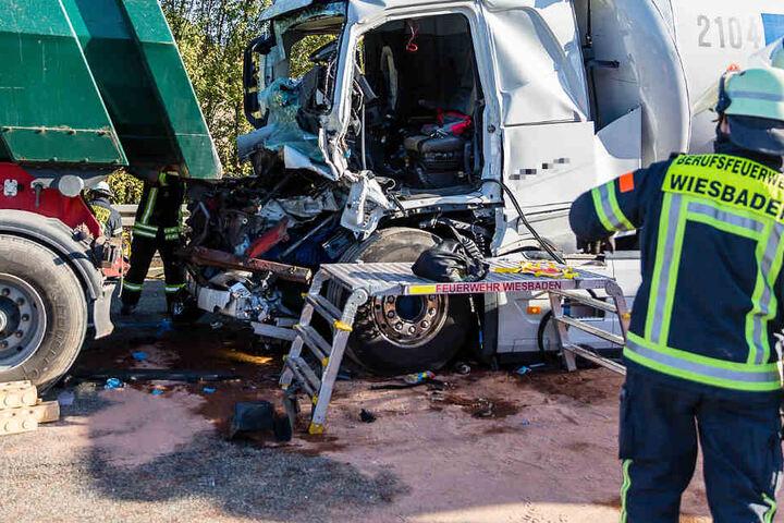 Das Foto zeigt die beiden am Unfall beteiligten Lkw.