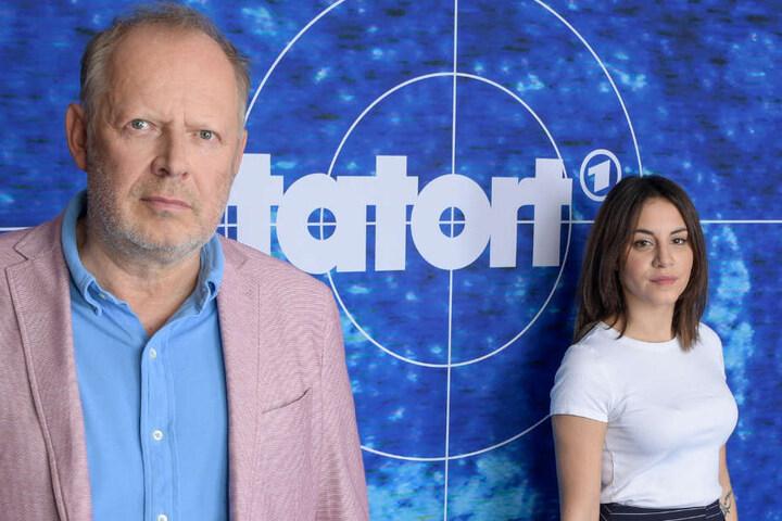 Das neue Ermittler-Duo aus Kiel: Axel Milberg und Almila Bagriacik lösen bald gemeinsam ihren ersten Kriminalfall.