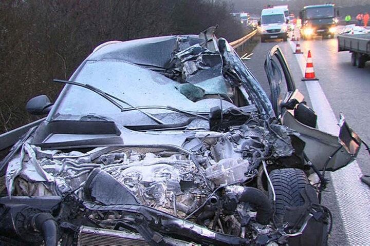 Der Audi landete nach dem Zusammenstoß an der Leitplanke.