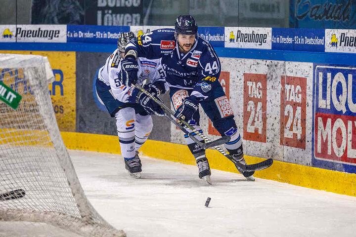 Zwei Spiele, drei Tore: Stefan Della Rovere (v.) schlägt bei den Dresdner Eislöwen stark ein und wurde gleich zweimal zum Spieler des Tages gekürt.