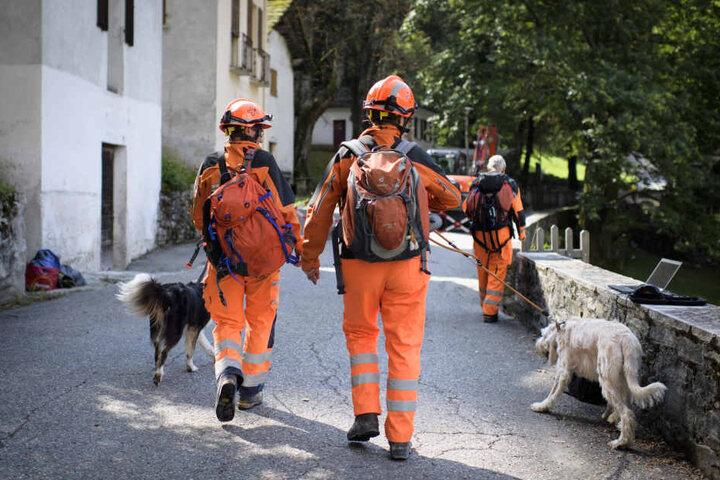 Die Suche nach den Vermissten im Bergsturzgebiet in der Schweiz wurde vorübergehend eingestellt.