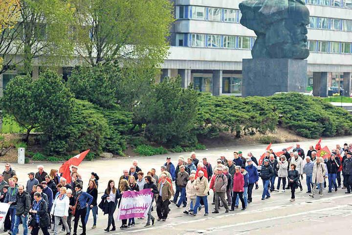 Die Maidemo begann mit einem Marsch ab dem Karl-Marx-Monument.