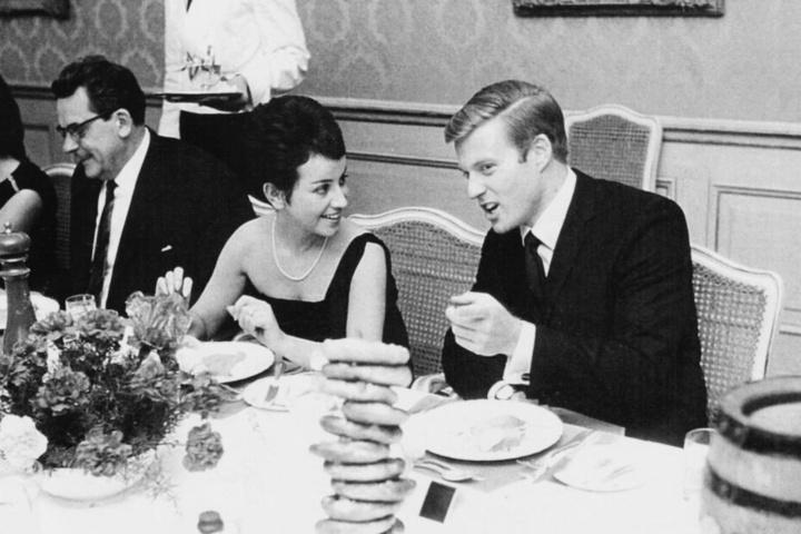 Li Erben mit Robert Redford in München im Jahr 1964.