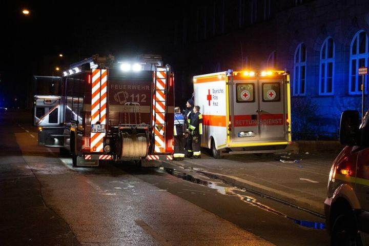 Auch ein Feuerwehrmann wurde bei den Rettungsmaßnahmen verletzt.