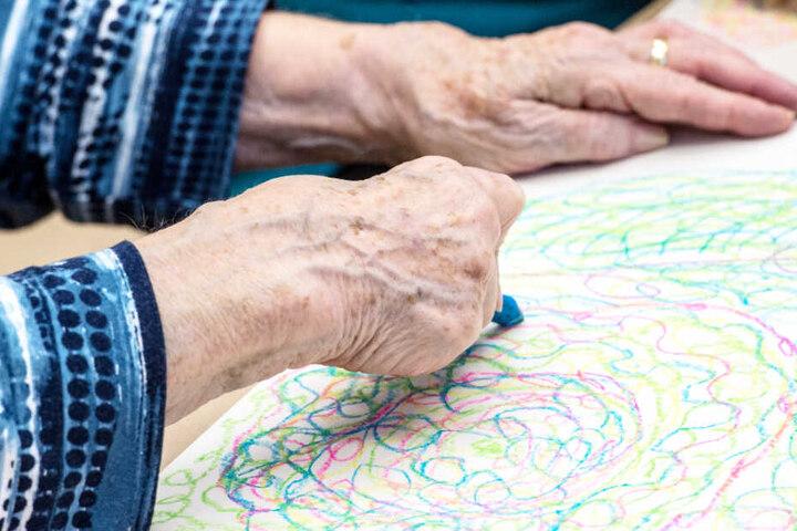 Menschen mit Demenz sollen mehr am gesellschaftlichen Leben teilhaben. (Symbolbild)