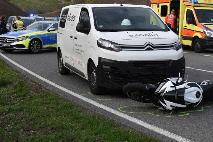 Der 20-Jährige tödlich verunglückte Motorrad-Fahrer wurde auf den Citröen geschleudert.