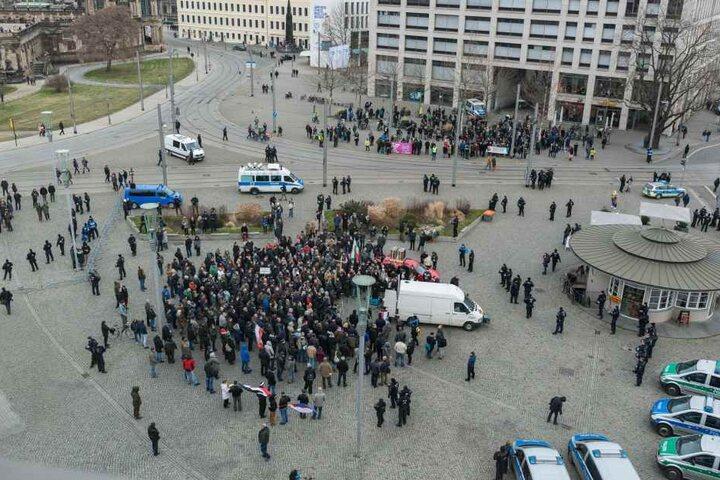 Die rund 200 Teilnehmer der rechtsextremen Kundgebung durften nicht mehr durch die Stadt demonstrieren.