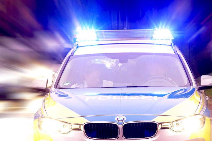 Die Polizei sucht Zeugen, die Hinweise zum Unfallgeschehen geben können. (Symbolbild)