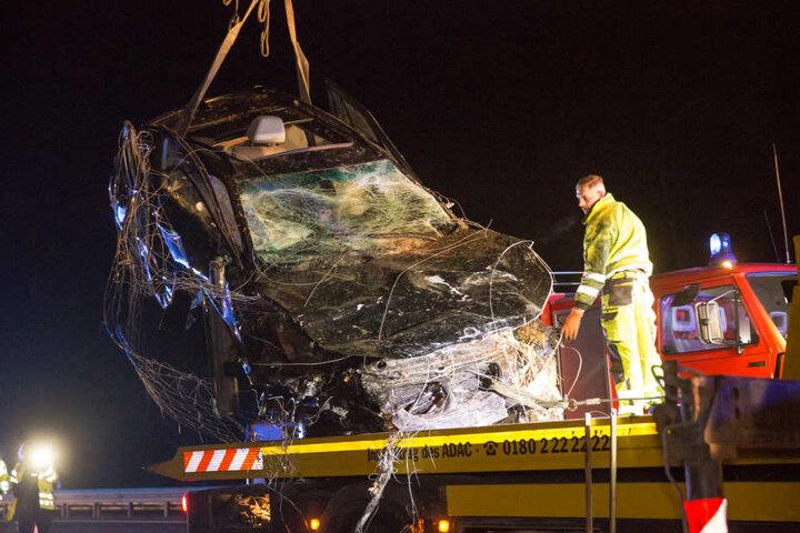 Es entstand ein Schaden von etwa 50.000 Euro. Die Autobahn 4 war für mehrere Stunden gesperrt.