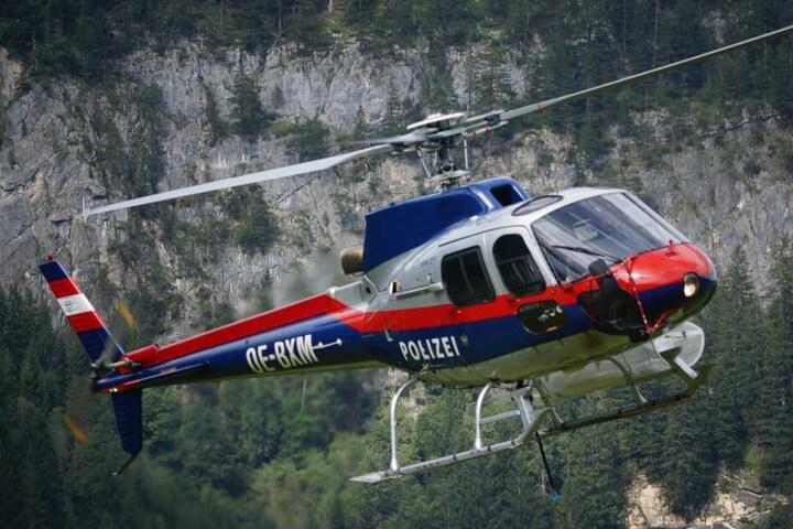 Ein Hubschrauber fand schließlich die Leiche des 76-Jährigen. (Symbolbild)