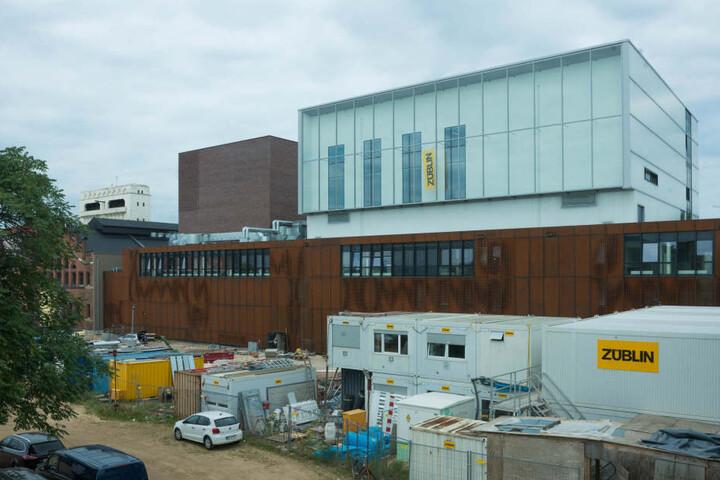 Mit dem Neubau im Kraftwerk Mitte entsteht laut Rathaus eintechnisch voll ausgestattetes- und bundesweit einzigartiges - Jugendtheater.