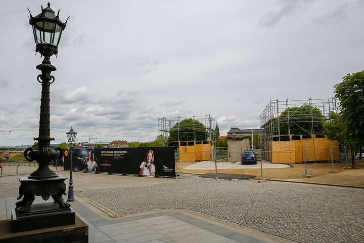 Hier wird der neue Eingang mit Fahrstuhl runter in die Festung (alles barrierefrei) auf der Brühlschen Terrasse errichtet.