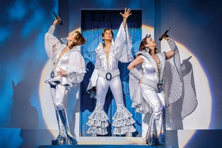 """ABBA-Fans aufgepasst: Das Musical """"Mamma Mia"""" gastiert für sechs Wochen in Köln!"""