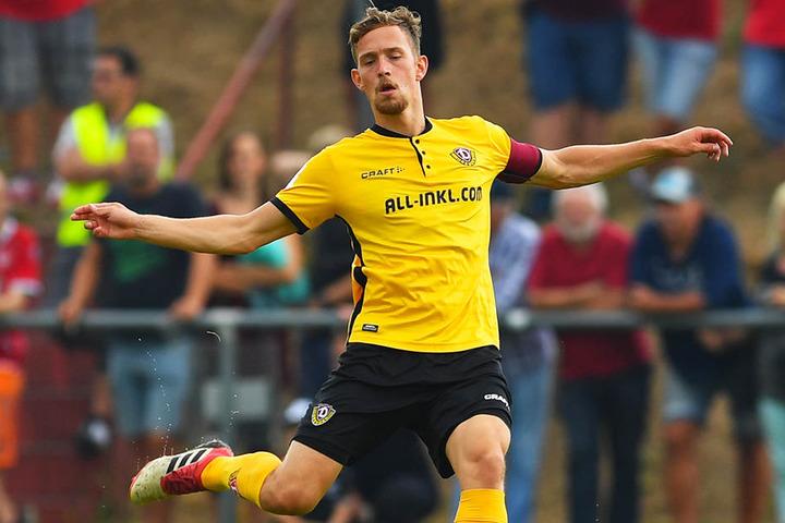 Jannik Müller führte Dynamo Dresden im Testspiel gegen den 1. FC Kaiserslautern als Kapitän aufs Feld.