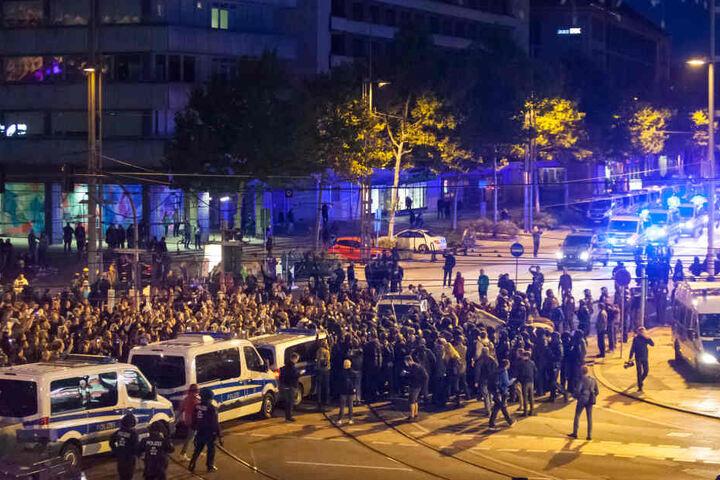 Die Menschenmenge nach der Demo will nicht vorwärts gehen.