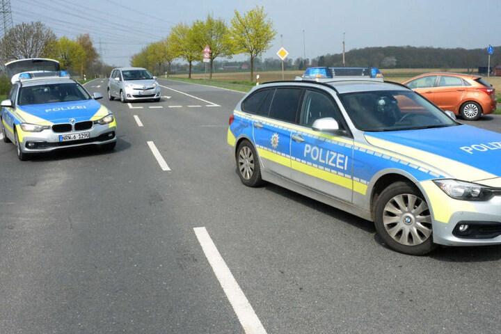 Die Polizei sperrte die Dolberger Straße für rund eine Stunde ab.