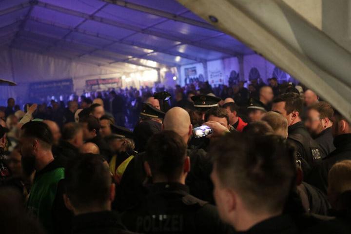 In diesem Zelt fand das Rechtsrock-Konzert statt.