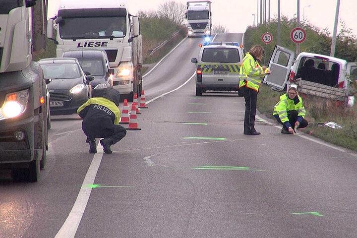 Die Polizei nimmt den Unfall am Mittwochmorgen auf.