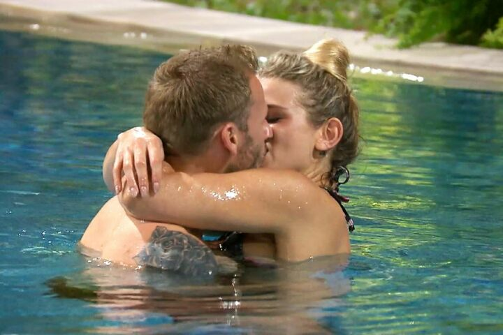 Auch sie lässt nichts anbrennen: Saskia Atzerodt (25) knutscht ungehemmt mit Christian Rauch (35).