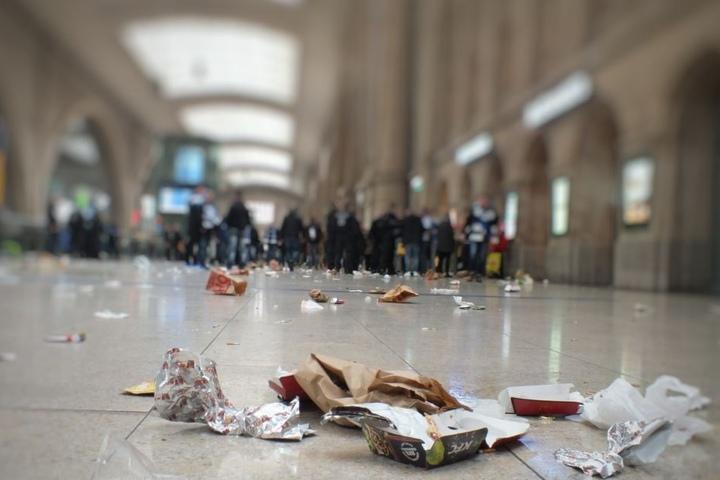 So sah der Hauptbahnhof in Leipzig aus, nachdem die Hamburger Fans angekommen waren.