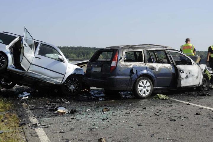 Bei dem Horror-Crash kamen die Fahrer der beiden Autos ums Leben.