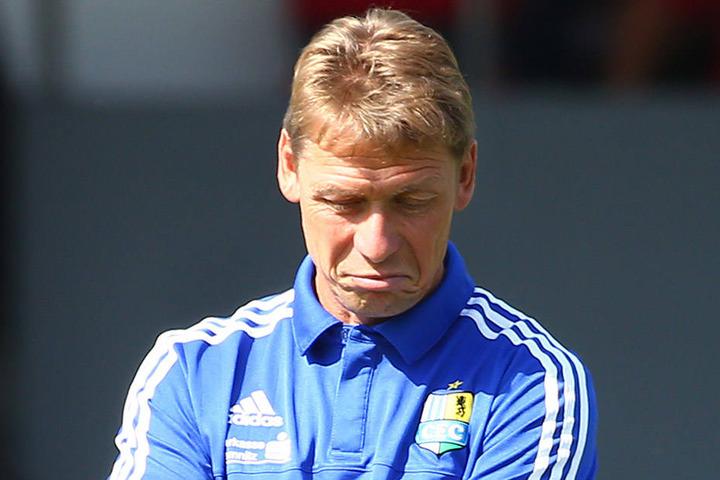 Die Sorgenfalten von Sven Köhler werden größer. Zuletzt gab es zwei Niederlagen. Welche Elf lässt er im Derby spielen?