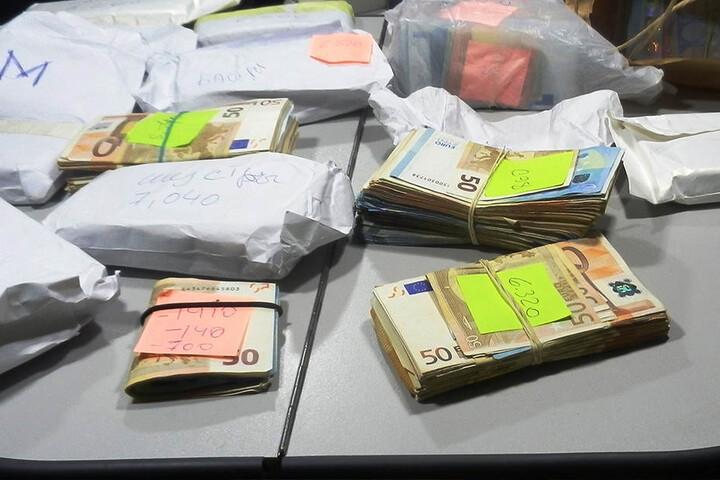 Insgesamt hatte der Este mehr als 170.000 Euro bei sich.