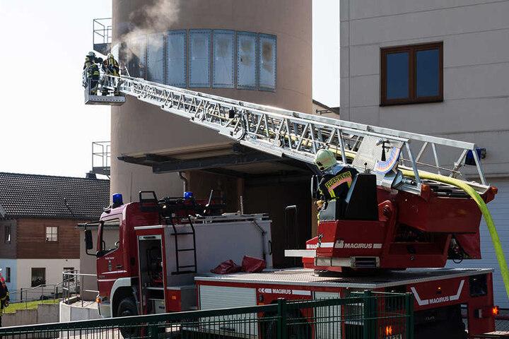 Um den Brand zu löschen, flutete die Feuerwehr den Silo.