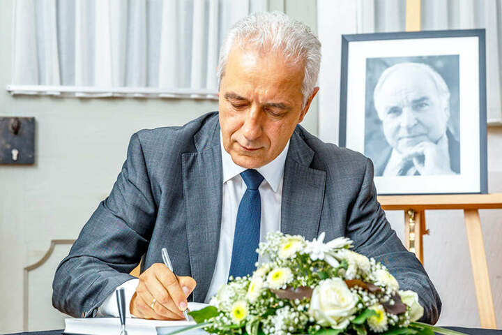 """Ministerpräsident Stanislaw Tillich (58) und die CDU wünschen sich sogar einen """"Helmut-Kohl-Platz"""" vor dem Kulti in Dresden."""