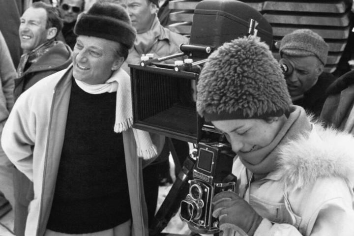 Li Erben in jungen Jahren in Aktion am Filmset.