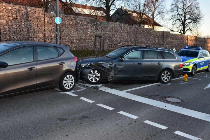 Der BMW und der Kia wurden bei dem Crash aufeinandergeschoben.