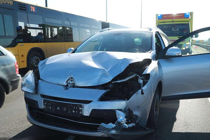 Eine Person soll bei dem Unfall verletzt worden sein.