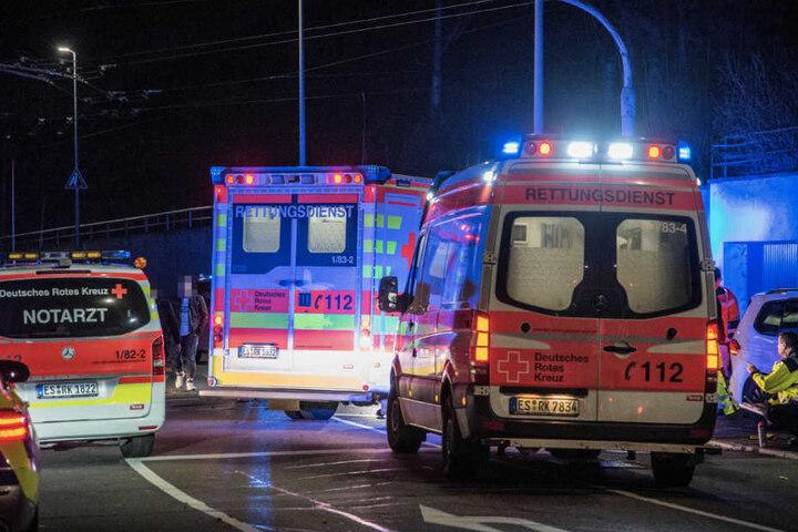 Zahlreiche Rettungskräfte waren im Einsatz. Sechs Menschen kamen ins Krankenhaus.