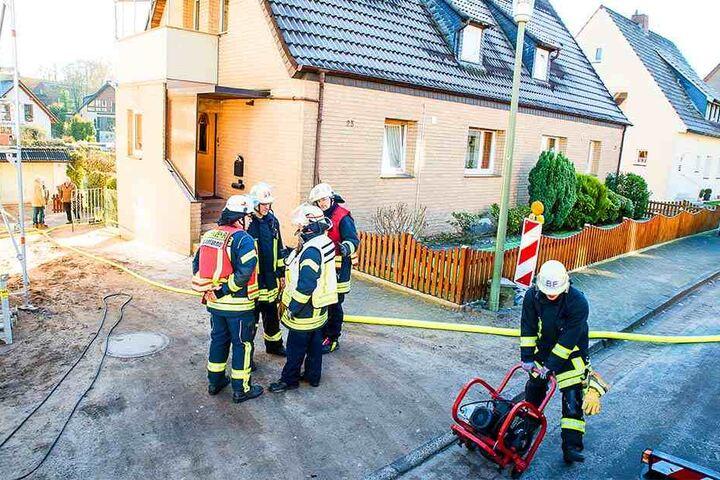 Ein Druckluftentlüfter musste aufgestellt werden, um den Rauch aus dem Haus zu bekommen.