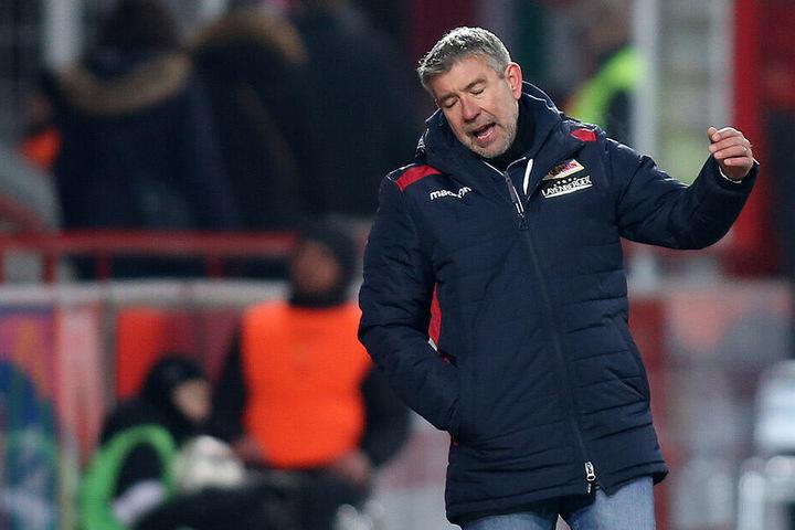 Berlins Trainer Urs Fischer ist nach dem Unentschieden gegen Arminia Bielefeld die Enttäuschung anzusehen.